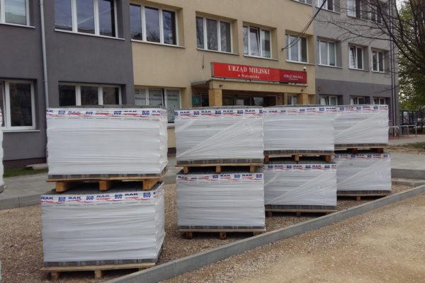 Urząd Miejski w Białymstoku i ułożona kostka brukowa