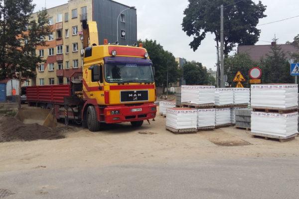 Kostka brukowa przed blokiem wielorodzinnym w Białymstoku