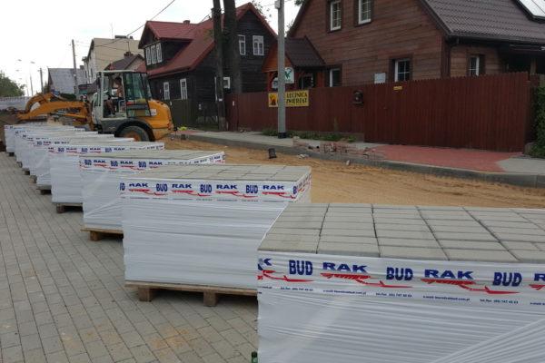 Kostki brukowe przed budynkiem Białystok