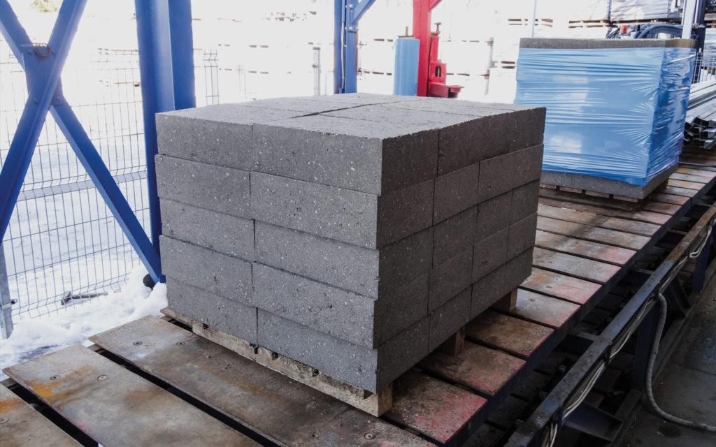 Paleta bloczków betonowych z Białegostoku